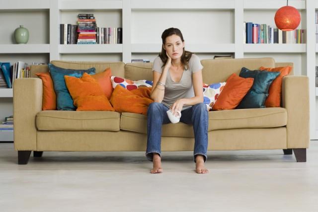 Боремся с пятнами на мягкой мебели: 7 полезных хитростей 0