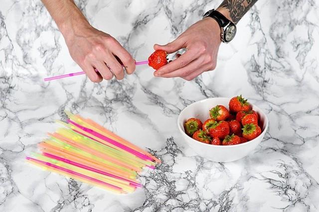Как быстро очистить клубнику от хвостиков? 0