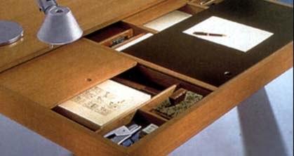 Чтобы деревянные ящики в шкафу или письменном столе лучше скользили