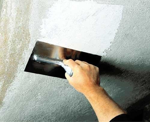 Добавленный в строительный гипс уксус замедляет отвердение, соль - ускоряет.