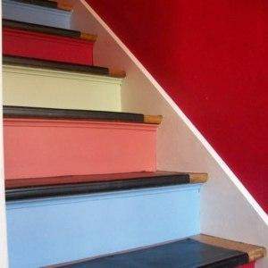 Если вам нужно выкрасить деревянную лестницу на верхний этаж
