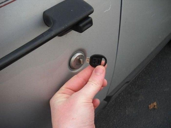 Если ключ обломился в замочной скважине