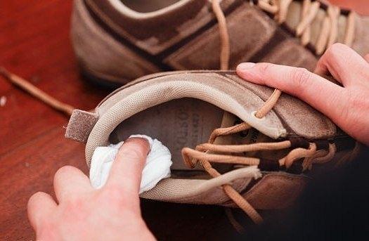Чтобы избавиться от неприятного запаха в обуви