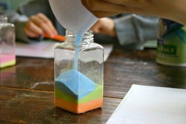 Радуга в бутылке из соли.