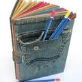 6. Чехлы на подушки из старых джинсов могут добавить изюминку в интерьер вашей квартиры.
