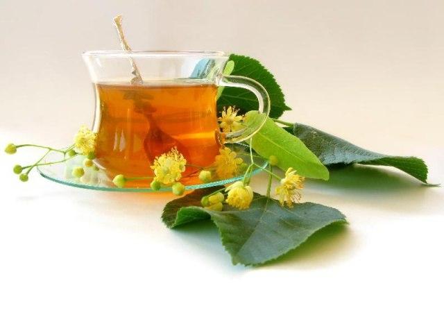 Вместо черного и зеленого чая — травяной чай