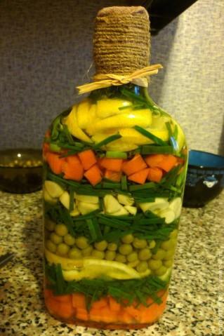 Красивые бутылочки с овощами и фруктами 3