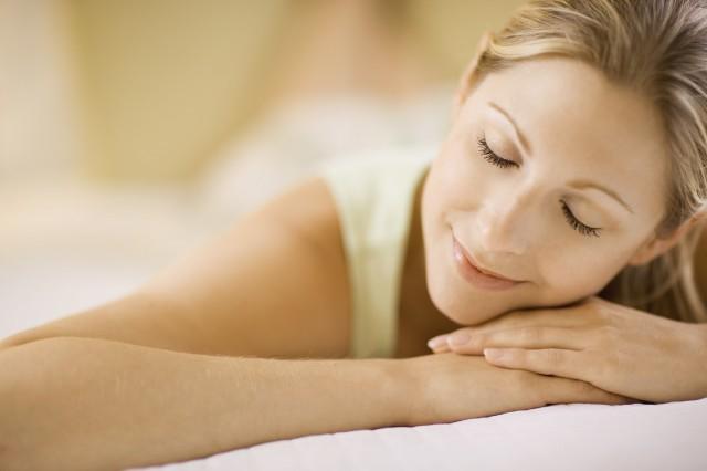 Полезно ли спать без подушки 0