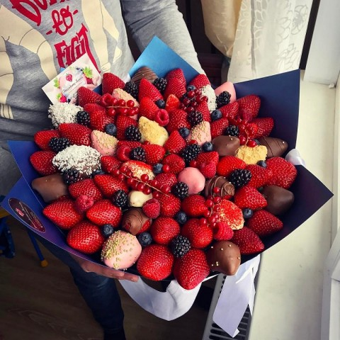 Откажись от такой клубники, если заметишь на ягодах ЭТО! Обезопась себя и близких. 0