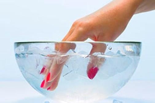 Как высушить лак на ногтях быстрее? 0