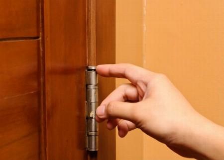 Как утихомирить скрипучую дверь? 0