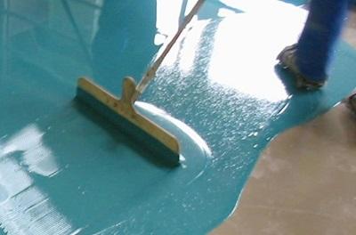 Как уменьшить количество пыли на цементном полу? 0