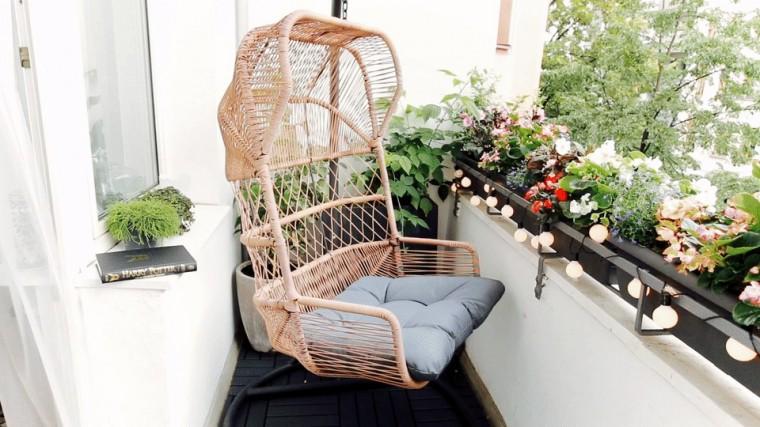 Идеи, как организовать уютный балкон 10