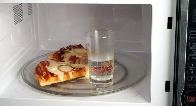 Как не превратить хлеб или пиццу в микроволновой печи в сухарь 0
