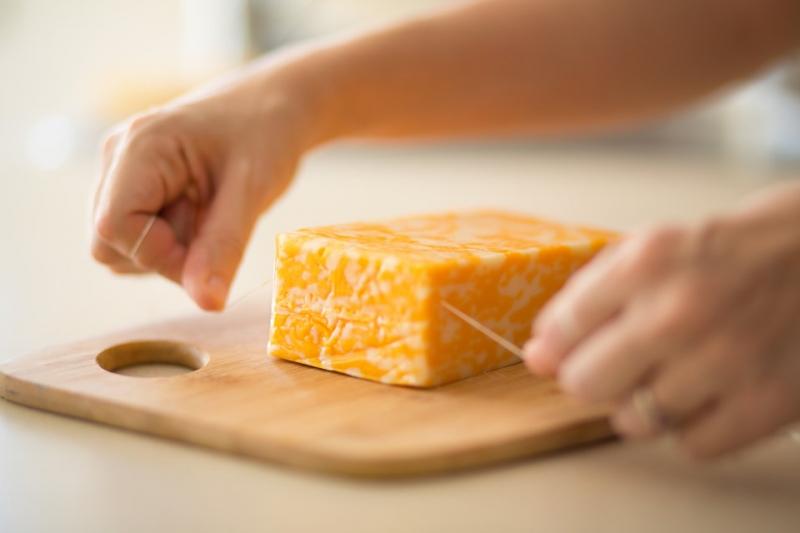 Идеальный способ нарезки мягкого сыра 0