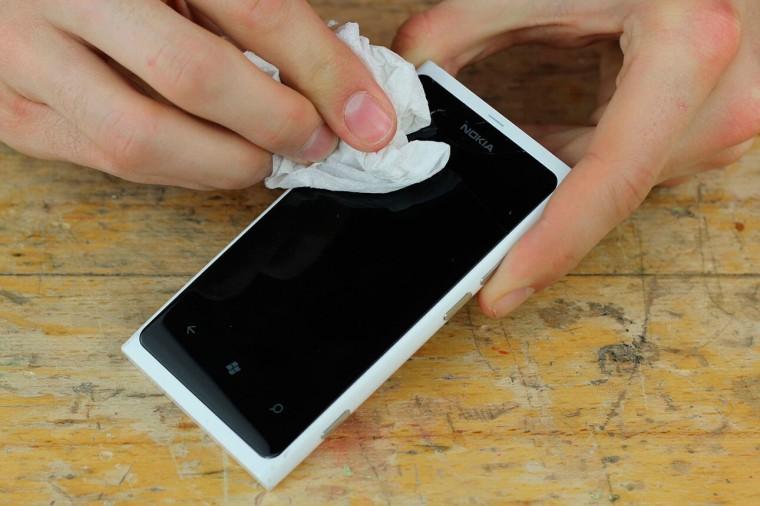 Как устранить царапины с дисплея телефона 0