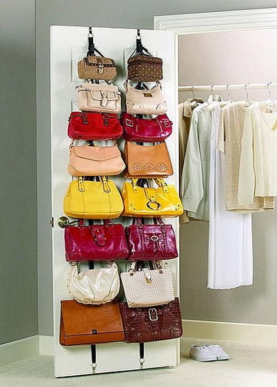 Храним женские сумочки лучшим образом 0