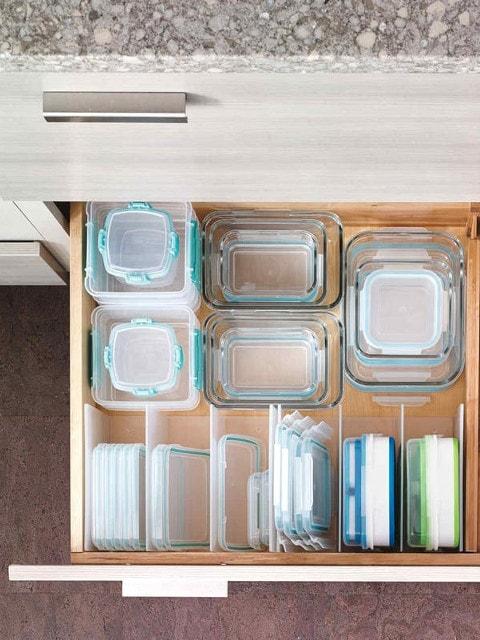 Как удобно и компактно хранить пластиковые контейнеры 2