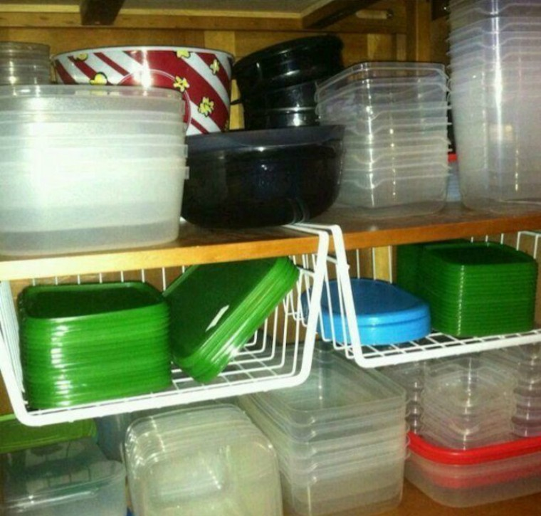 Как удобно и компактно хранить пластиковые контейнеры 10