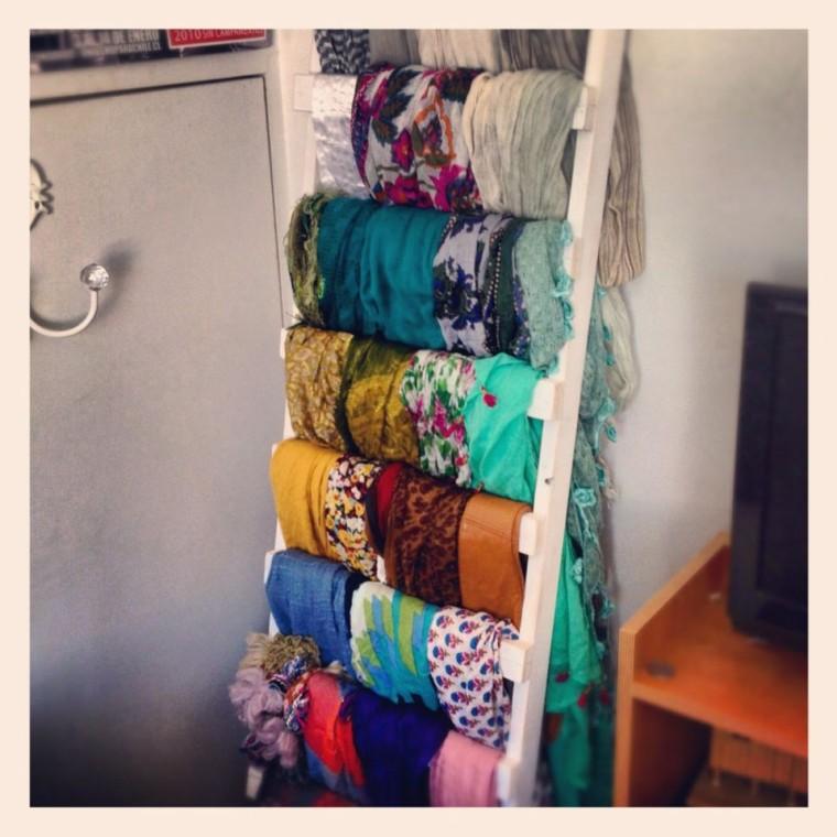 Как удобно хранить шарфы 6