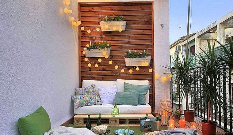 Идеи, как организовать уютный балкон 7