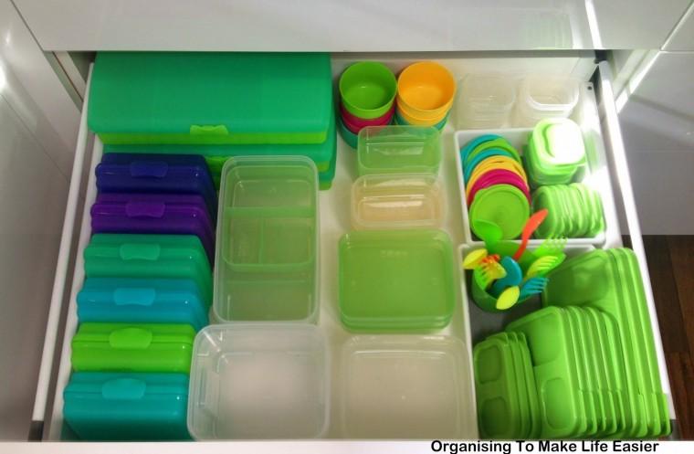 Как удобно и компактно хранить пластиковые контейнеры 9