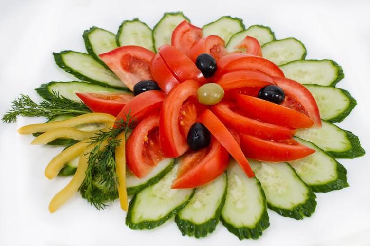 Много способов простого и красивого оформления овощной нарезки 5