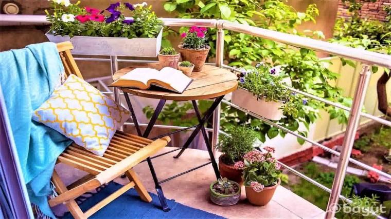 Идеи, как организовать уютный балкон 3