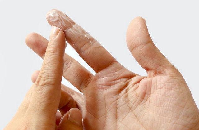 Легко отмываем руки от супер-клея 0