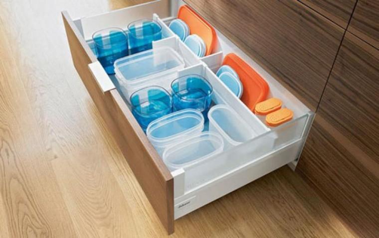 Как удобно и компактно хранить пластиковые контейнеры 7
