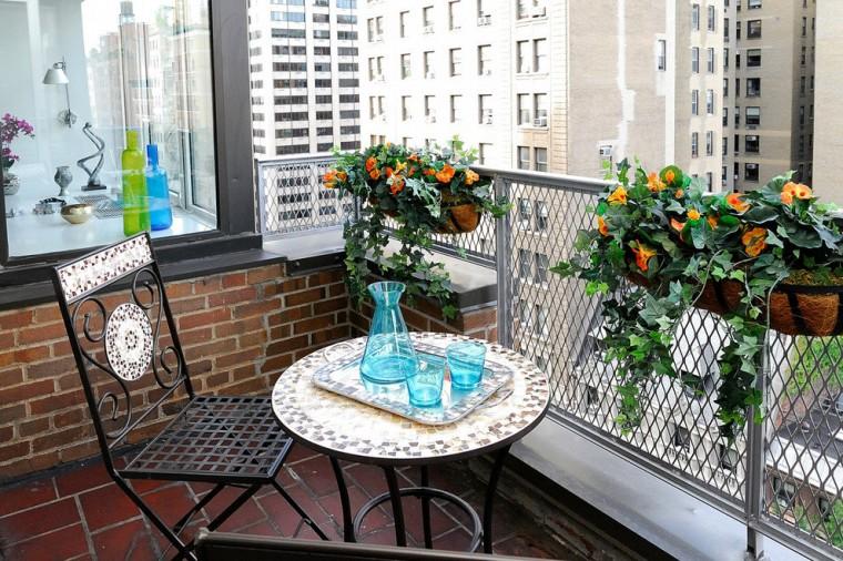 Идеи, как организовать уютный балкон 9