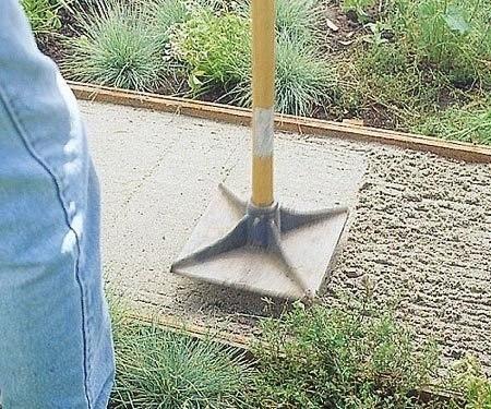 Садовая дорожка из каменных плит 4