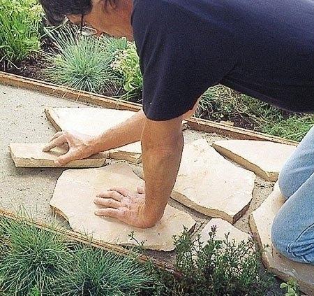Садовая дорожка из каменных плит 5
