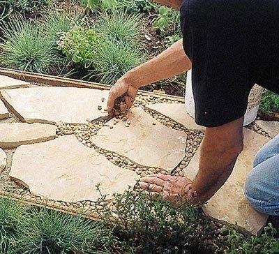 Садовая дорожка из каменных плит 6