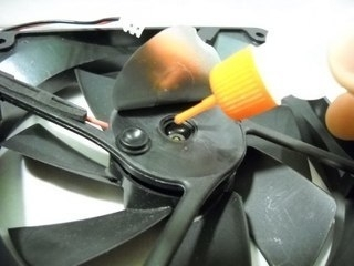 Полиметилсилоксан (силиконовое масло): воскрешает губку для обуви и кулеры в ПК 2
