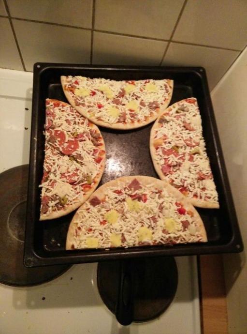 Как приготовить 2 пиццы на одном подносе 0