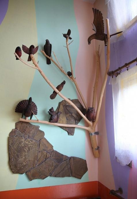 Уют можно создавать не только в доме, но и в подъезде, на крыльце, во дворе своего дома. 2